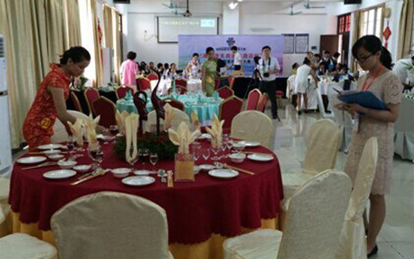 比赛内容以中餐主题宴会设计为主线,涵盖台面创意设计,菜单设计,餐巾
